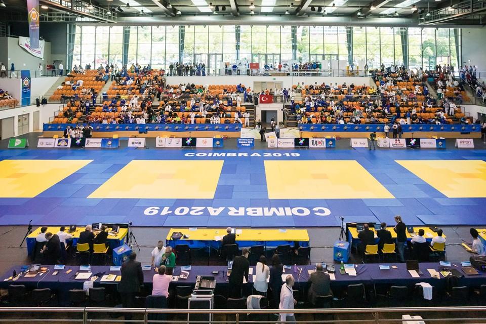 Dos bronces en jornada inaugural en Coimbra