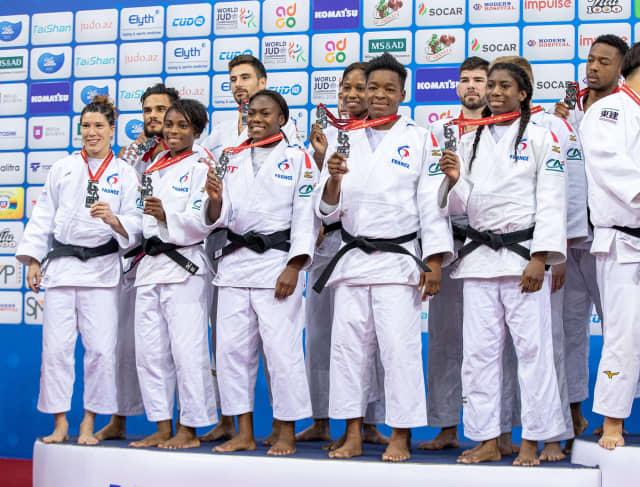 La familia del judo contra el racismo